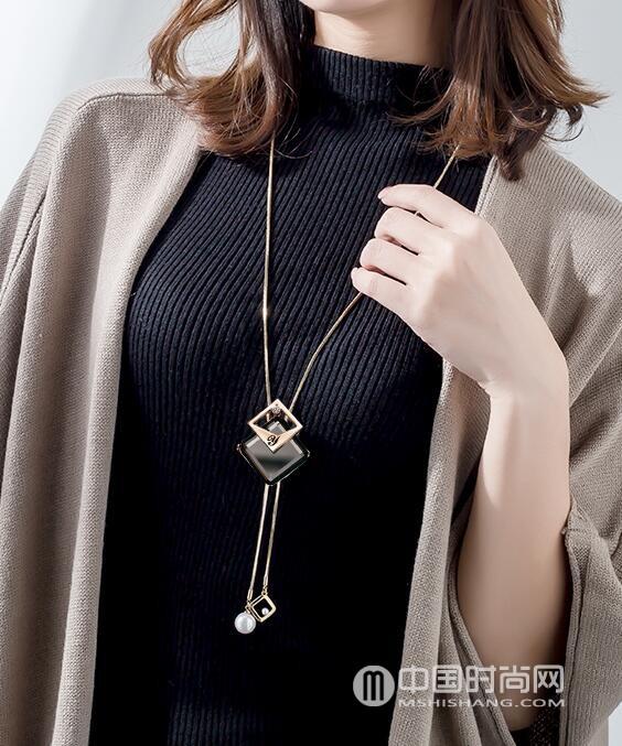 毛衣链哪个品牌好 秋冬季时尚单品毛衣链搭配攻略图片