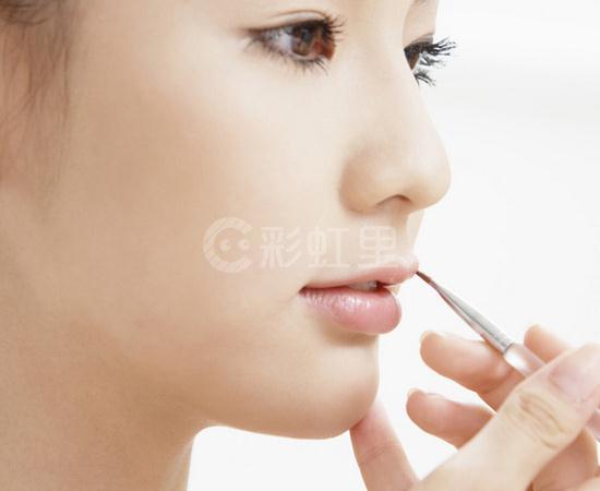 大牌化妆师的化妆技巧 丑变美全凭化妆师的手