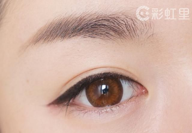 眼部化妆步骤 到底该先涂眼影还是先画眼线