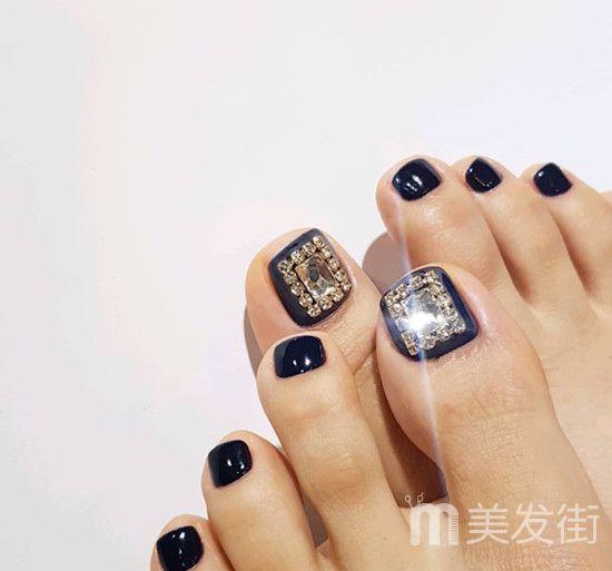 脚美甲图带钻的款式有哪些 2018最新精致带钻美甲脚图片