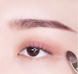 眼妆怎么画显眼睛大 气质大眼妆教程
