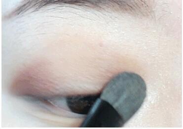 如何画眼妆精致又有神 日常眼妆的画法