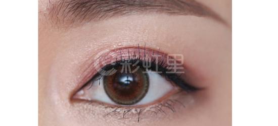 桃红色眼影画法 桃红色眼影化妆步骤