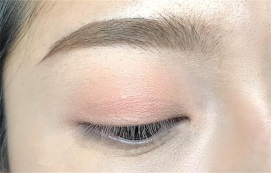 四色眼影画法步骤图解 这样画眼妆不美都难