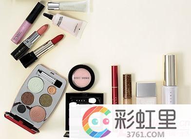 入门化妆技巧 3种会致病的化妆品成分
