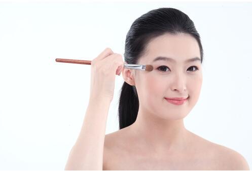 2017最新妆容流行趋势 中年女性怎么化妆好看
