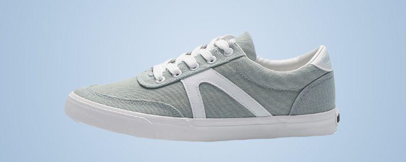 中学生跑步鞋怎么选 跑步鞋别买又轻又软的