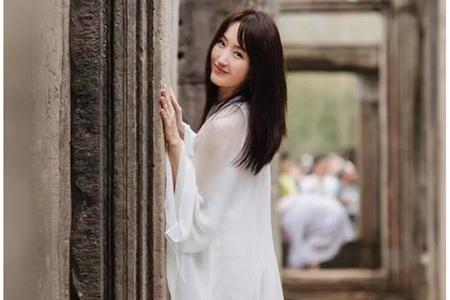 杨钰莹保养有方,48岁穿白裙如少女