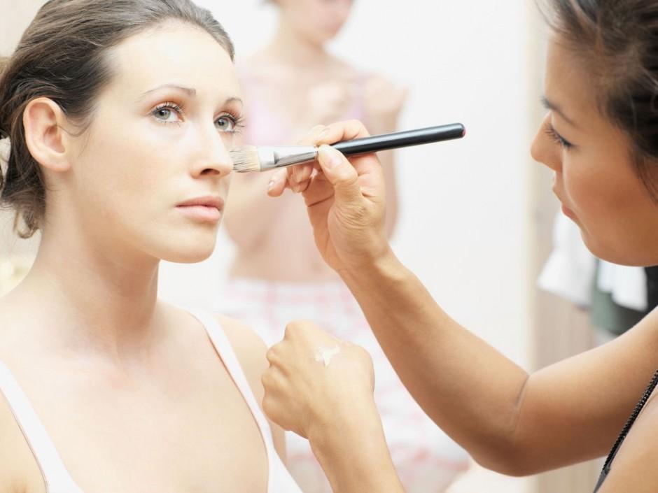 女人化妆就是为了勾引男人嘛 too naive