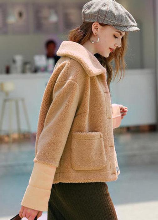 短款羊羔毛外套怎么搭配下装