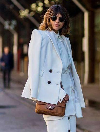 白色西装怎么搭配