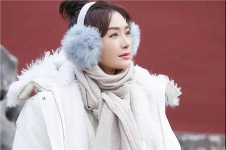 白色冬衣的温暖清爽,秦岚全套白演绎极致温柔