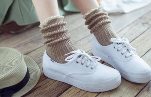 白色板鞋怎么搭配?什么袜子搭配白色板鞋好看?