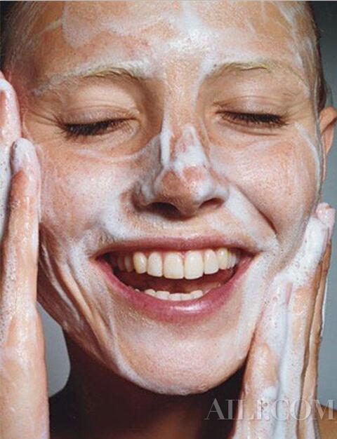 """童颜可以""""洗""""出来  拒绝繁琐护肤注重养肤清洁"""