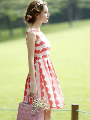 无袖背心裙款式图片 收腰网纱蓬蓬裙