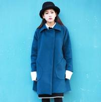 孔雀蓝配什么颜色好看 大衣皮裙毛衣高跟鞋