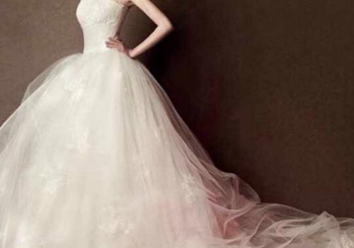 拍婚纱照当天素颜去吗 能自己擦底妆去吗