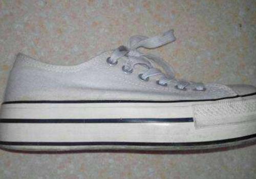 鞋子属于什么垃圾 帆布鞋脏了怎么洗才跟新的一样