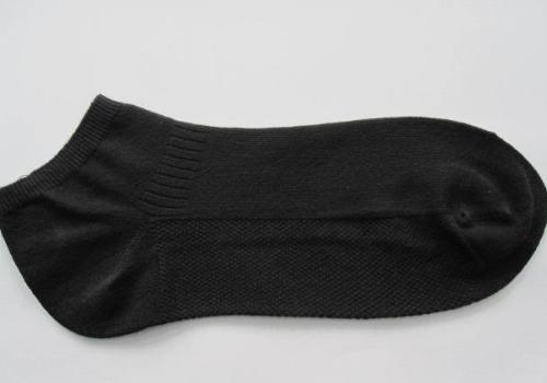 破袜子是什么垃圾 废旧的袜子可以用来做什么