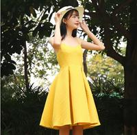 御姐穿什么衣服好看 彩色条纹吊带裙