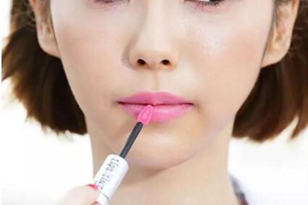 唇妆教程│你真的会涂口红吗?完美唇妆是这样画的