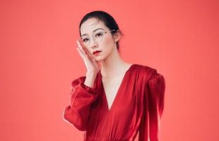 韩雪身穿红色连衣裙 身姿摇曳大秀好身材