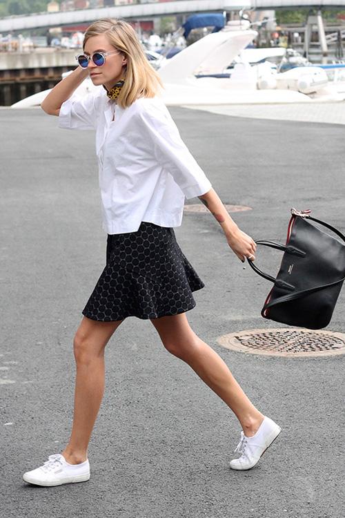 街拍灵感:以黑色半截裙塑造不同风格