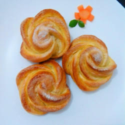 自制香甜玫瑰花面包