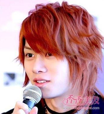 太阳红染发的男生照片 男士经典染发发型图片