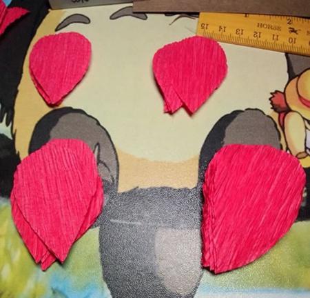 皱纹纸彩色玫瑰花制作方法