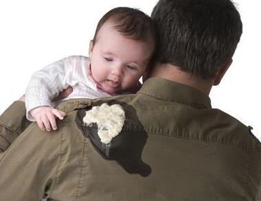 小宝宝常吐奶妈妈应对有妙招